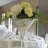 Vase martini , fleurs blanches,et  perles