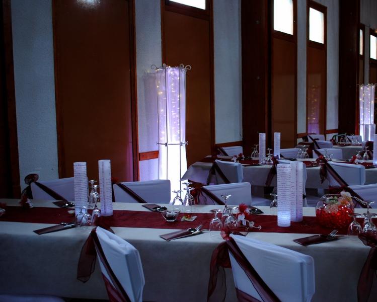Mariage bordeaux blanc etoile de rose for Set de table bordeaux