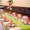 Table en vert et rose tendre
