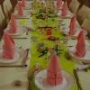 Table en vert et rose tendre, vue d'ensemble