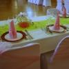 Détail de la vaisselle, place des mariés