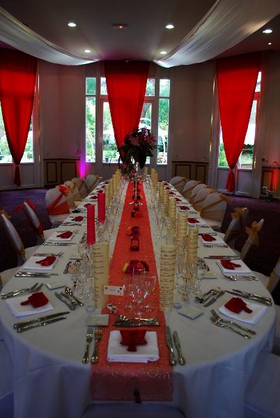 Mariage au cercle colbert rouge et or etoile de rose - Decoration mariage hindou ...