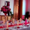Mariage franco-hindou en rouge et or, pointe de fuchsia