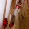 Housses de chaises intissées avec roses en bois