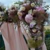Détail des fleurs de l'arche de cérémonie