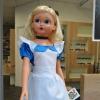Alice , poupée géante