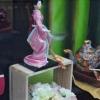 Vitrine voyage en Asie, poupée Geisha