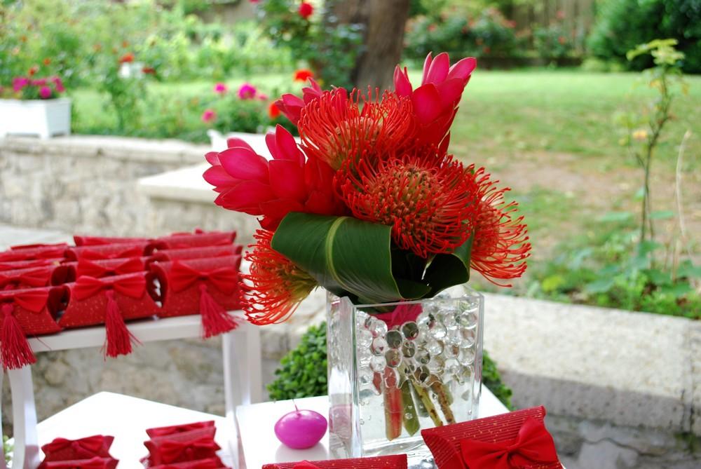 Composition de fleurs fraiches pour le buffet de vin d'honneur