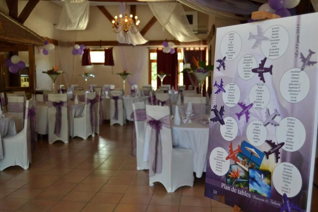 Mariage parme et ivoire plan de tables thème voyage