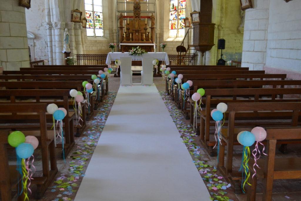 Église décorée en rose bleu vert thème boules japonaises